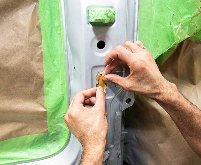 abkleben vor der lackierung bei karosserie koenig