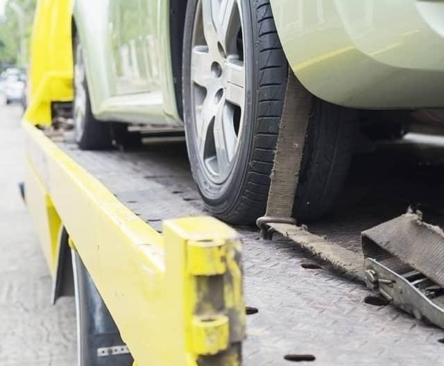 fahrzeug wird vom karosseriefachbetrieb koenig abgeholt
